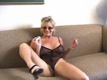 Mature but very hot mama sexing up