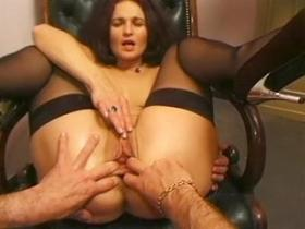 Mom gets multiple facials after double penetration