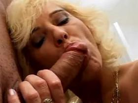 Blond slutty fucking her brains out on the floor