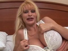 Milf with amazing big and pretty bust deepthroats