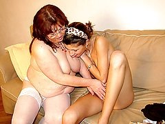 Chubby mature slut doing a hot lesbian teen