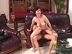 Old mature does blowjob and has hard fuck on sofa