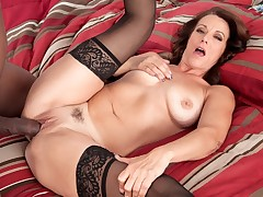 More for Mimi Moore�more black cock!