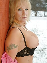Hot busty granny melts the snow with her nudity